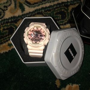 Light pink g-shock watch (box included)